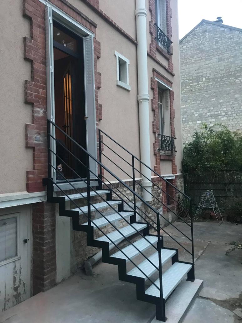 bouclet_17escalier-extérieur-2-couleur-limons-crémaillère-773x1030 Fabrication et pose d'escaliers à Vendôme Etienne Bouclet