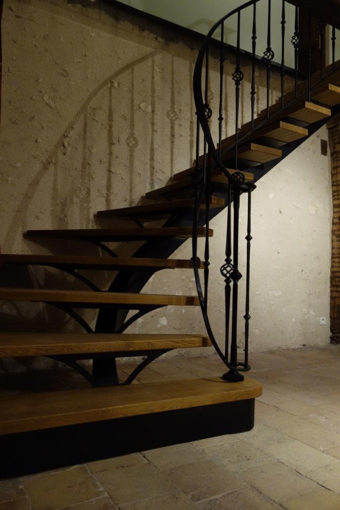 bouclet_17escalier-fer-forgé-limon-central-rampe-débillardée-scaled-e1593509524978-687x1030 Fabrication et pose d'escaliers à Blois Etienne Bouclet