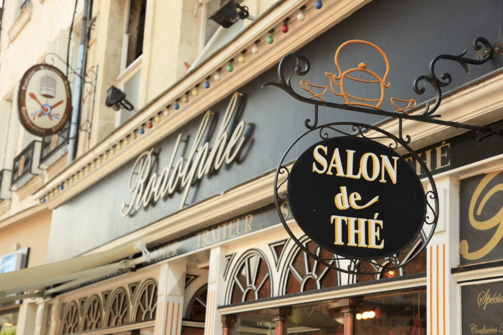 bouclet_22-enseigne-salon-de-thé-1030x687 Mobiliers, verrières et décoration Etienne Bouclet